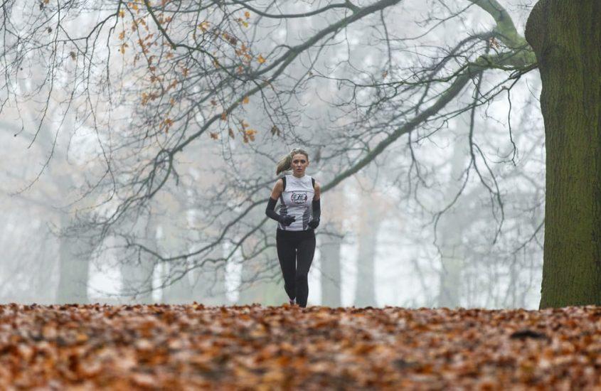 Jaki strój do biegania sprawdzi się jesienią? – 8 kroków do prawidłowego ubioru.