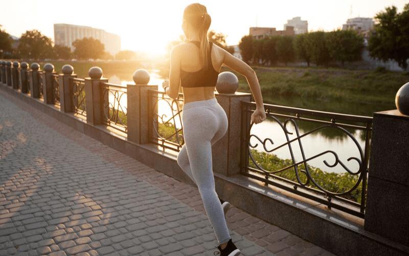 Bieganie w upale. Objawy udaru cieplnego i pierwsza pomoc