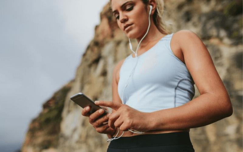 Jakie słuchawki do biegania wybrać? Czym kierować się przy doborze odpowiednich słuchawek?