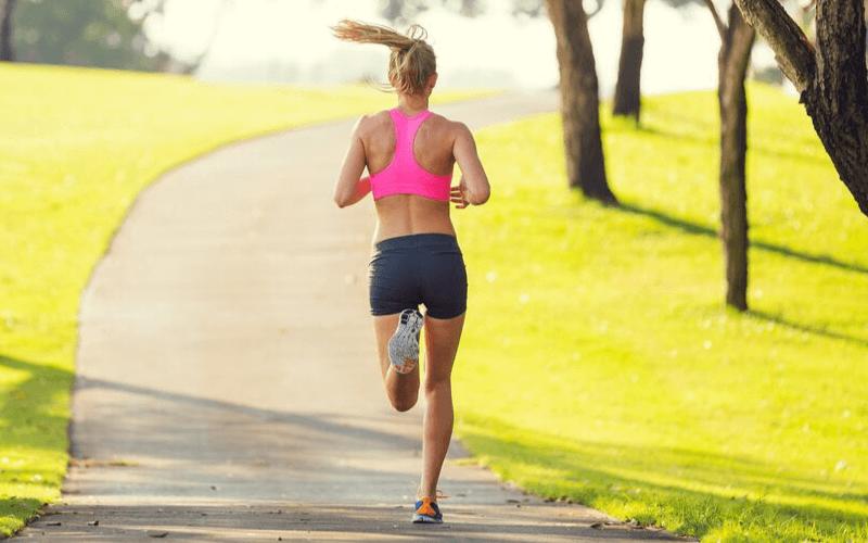 Spódniczka do biegania – dla kogo jest i czy warto w niej biegać?