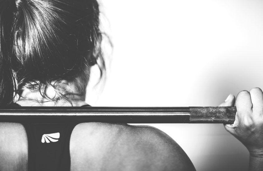 Ćwiczenia dla biegaczy na siłowni – czy są potrzebne i jak ćwiczyć?