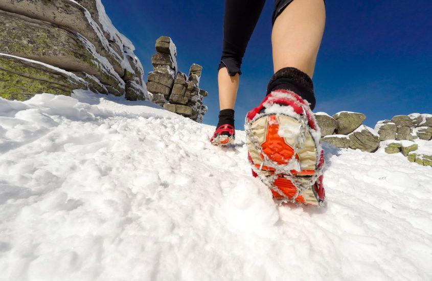 Jak wybrać nakładki na buty do biegania zimą?