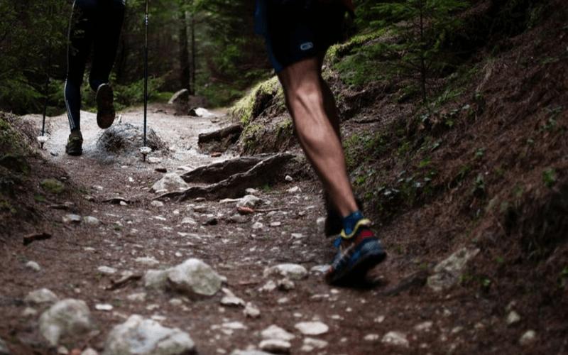 Jak wybrać buty do biegania w terenie? I czym się różnią od butów szosowych?