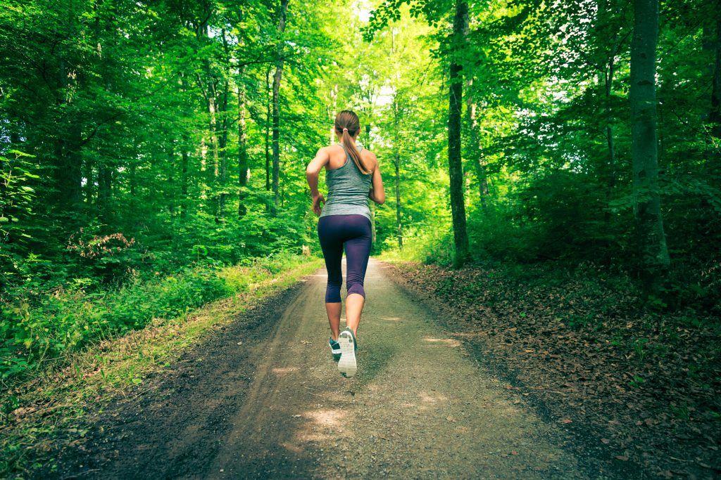 Jak biegać w upał? - biegaj wśród drzew w cieniu.