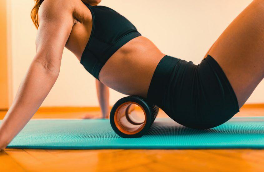 Kiedy rolować mięśnie? Rolowanie przed czy po bieganiu?