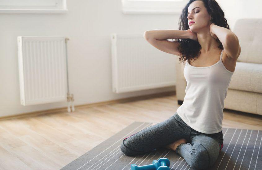 Rolowanie na ból pleców biegacza. Jak rolować plecy? Krótki poradnik