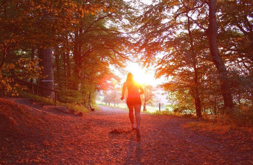 W czym biegać jesienią, gdy jest zimno, pada deszcz i wieje wiatr?