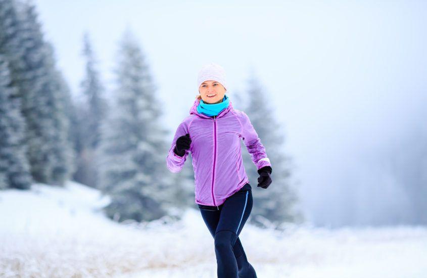 Jaka powinna być czapka do biegania zimą? 5 cech dobrej czapki