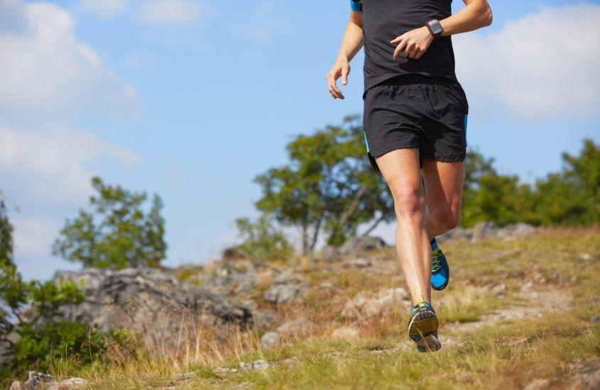 Co jest lepsze – bieganie ze śródstopia czy z pięty?