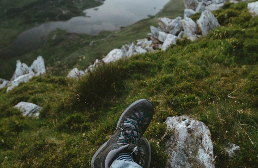 Buty do chodzenia po górach – niskie czy wysokie?