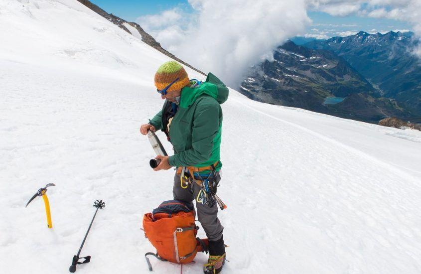 Buty z kolcami czy raki – co wybrać do chodzenia po górach zimą?