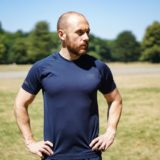 T-shirt kontra singlet. zalety i wady najważniejszych koszulek dla biegaczy