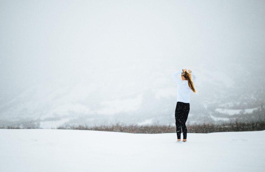 Wskazówki dotyczące ćwiczeń w niskich temperaturach, aby zachować aktywność tej zimy