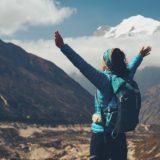 Plecak turystyczny z siatką dystansową i inne rozwiązania. Jak wybrać plecak z dobrą wentylacją pleców?