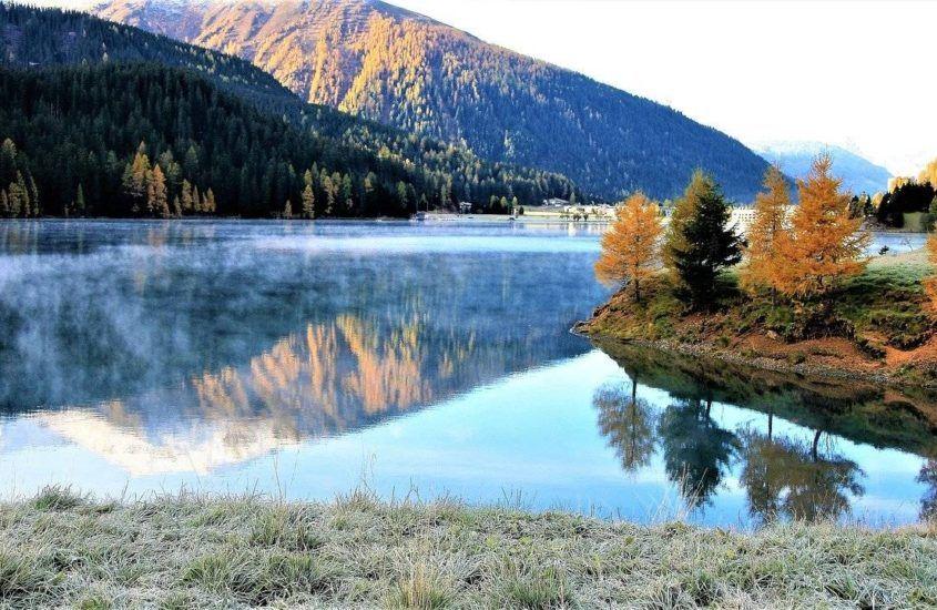 Jakie ubranie w góry jesienią sprawdzi się najlepiej? Wybieramy najlepsze spodnie, kurtki i inne ubrania górskie