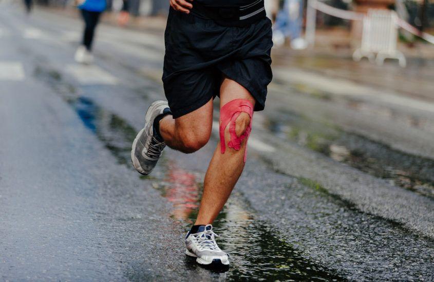 Czym jest kinesiotaping i jakie ma zastosowania dla biegaczy?