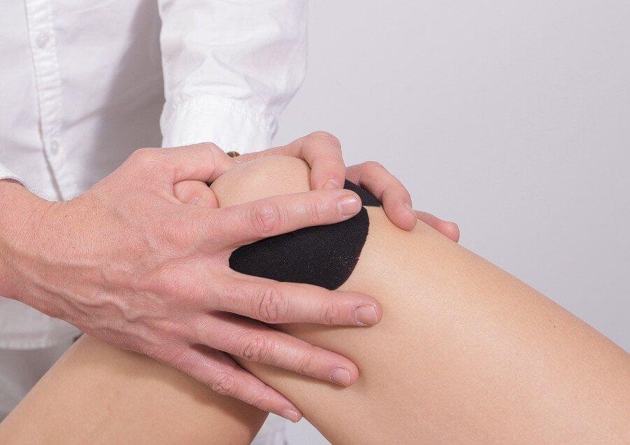 masaż na ból kolan podczas biegania