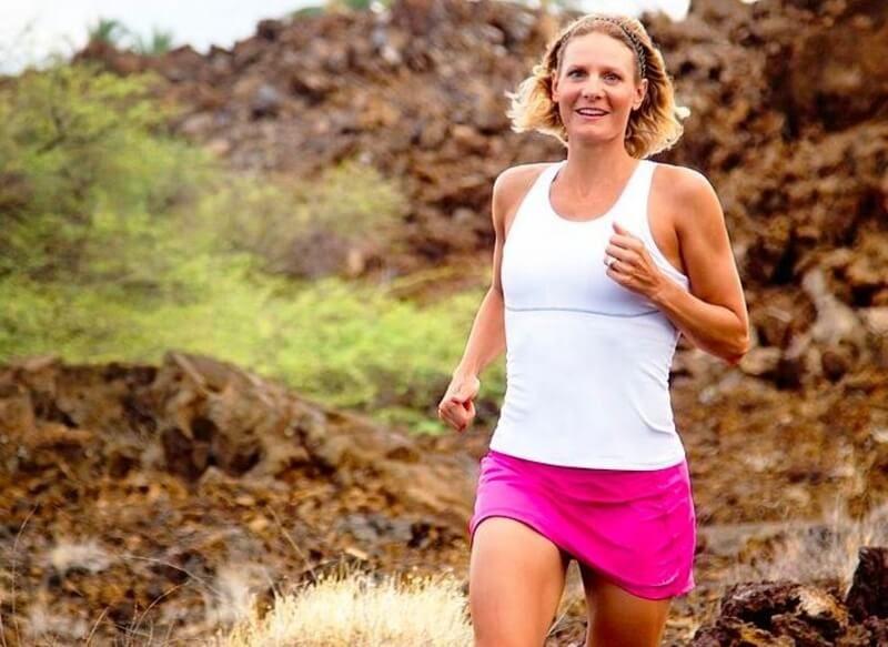 nicole deboom na treningu w spódnicy sportowej do biegania